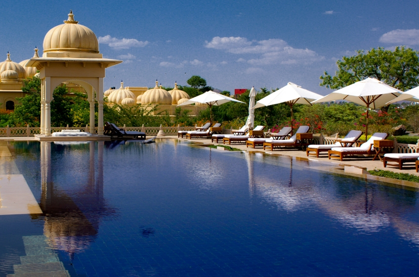 Oberoi Udaivilas' wimming pool and gazebo