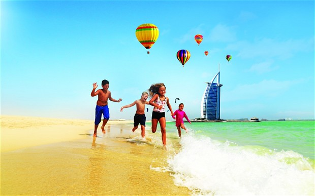 Dubai_beach_family