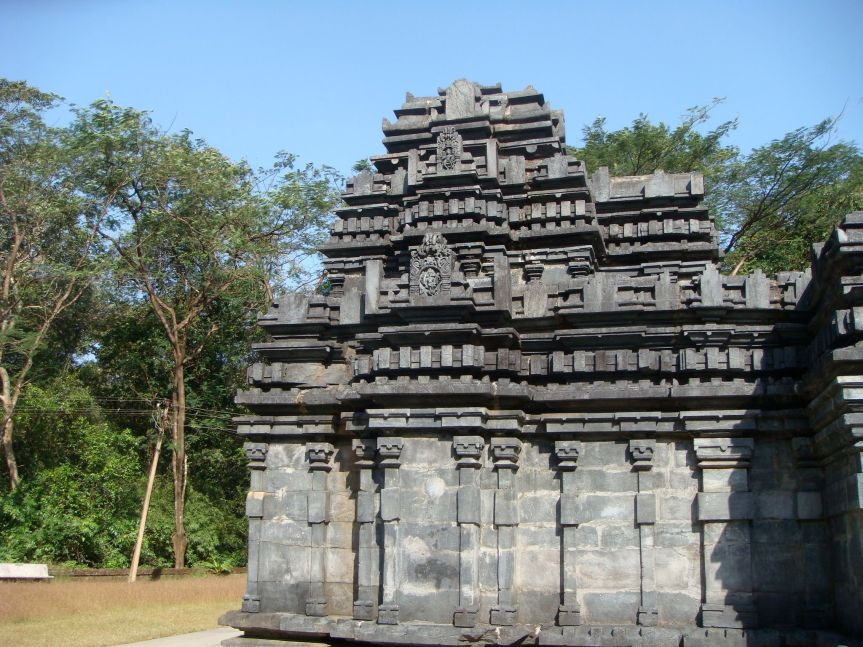 Mollem_National_Park,_Tambdi_Surla_Temple