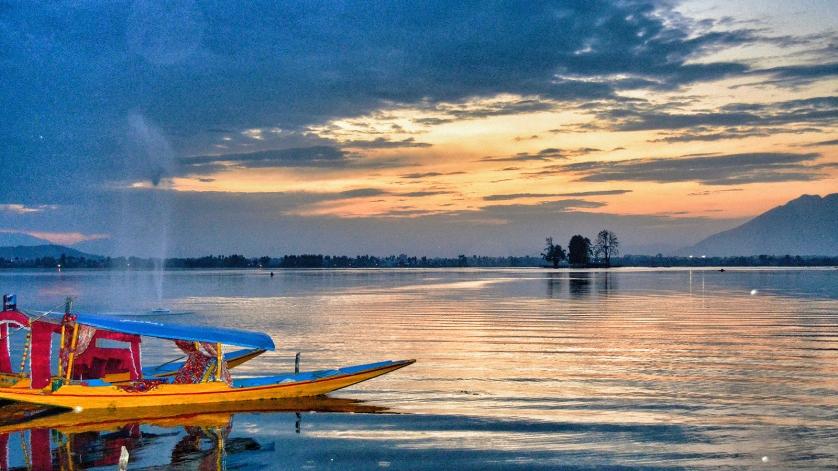 Srinagar lake