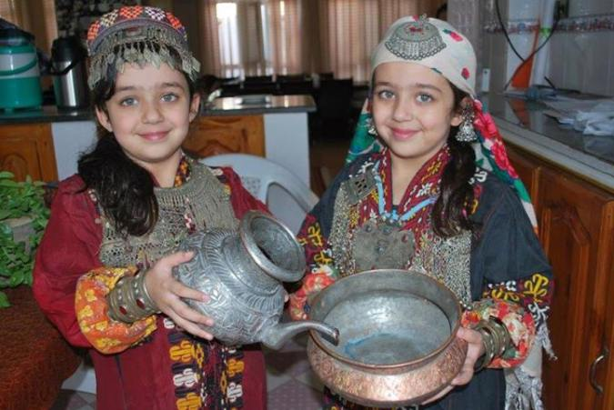 kashmiri foods with littil girls