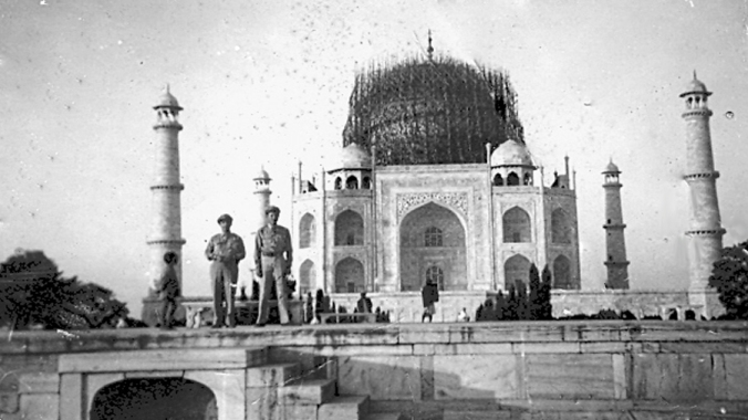 What was the expense of building the Taj Mahal?