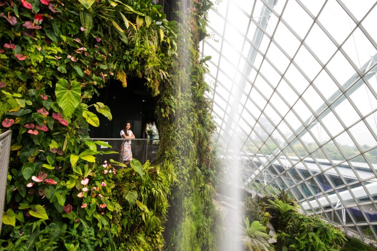 man-made waterfalls in Singapur
