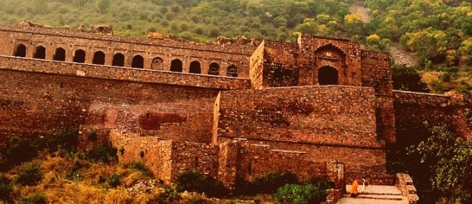 Visit the Haunted Bhangarh Fort