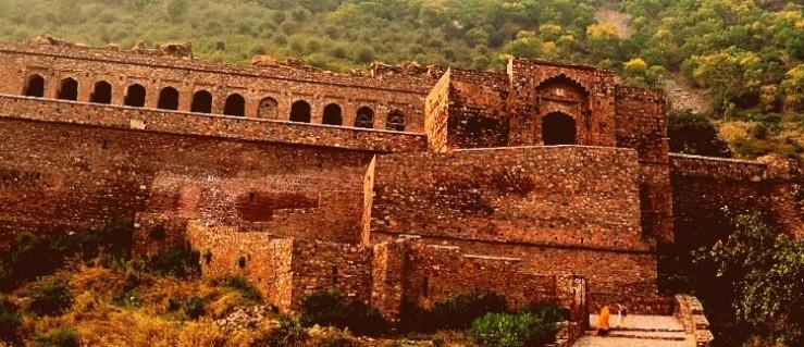 Visit the Haunted Bhangarh Fort